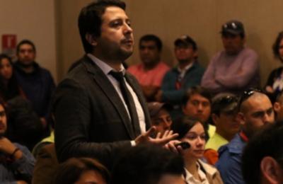 Experto en sicología laboral expone charla a trabajadores de Edelaysen