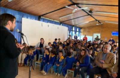 """Frontel estuvo presente en la provincia de Diguillín con su campaña """"A la Escuela con Energía"""" incentivando concurso de Eficiencia Energética"""