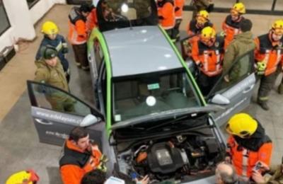 Edelaysen expone autos eléctricos a equipos de rescate de Coyhaique